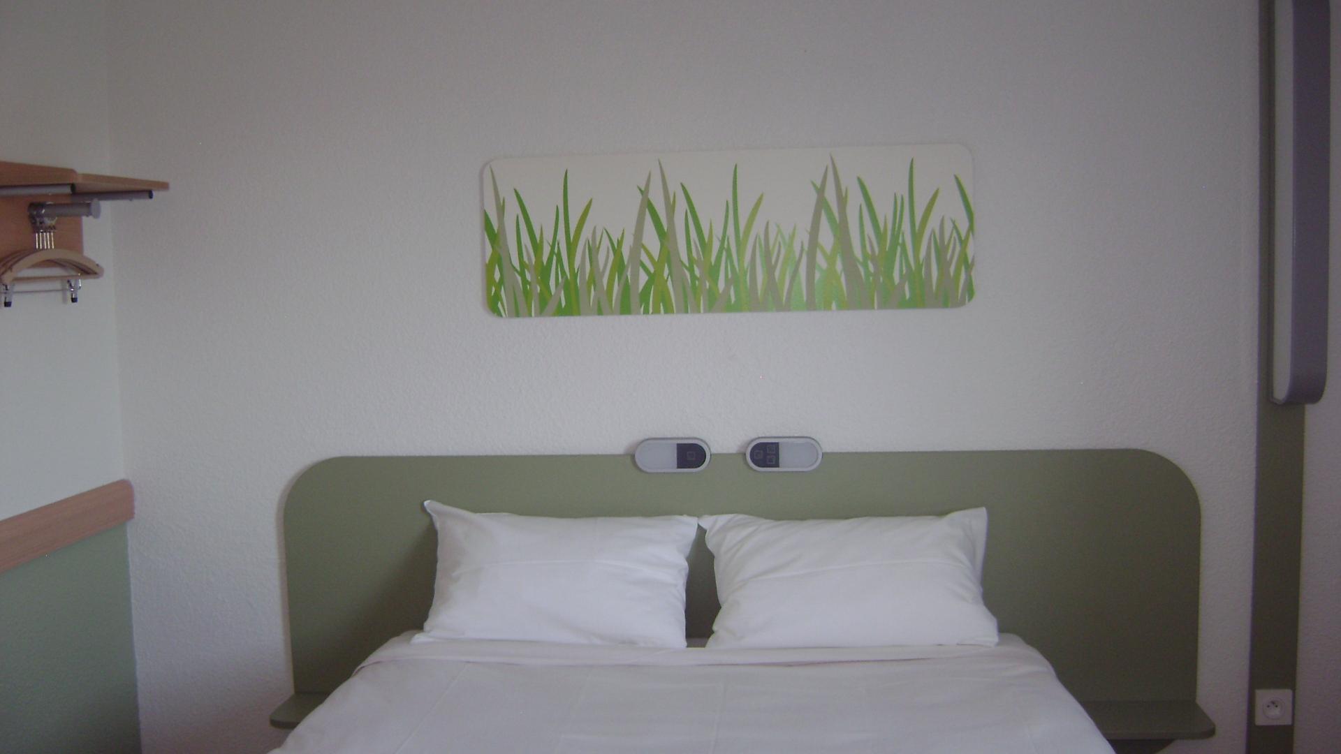 h tels 26. Black Bedroom Furniture Sets. Home Design Ideas
