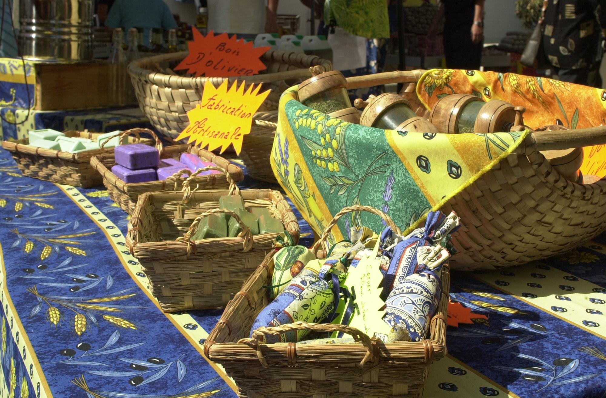 Grand marché du dimanche matin (non alimentaire)