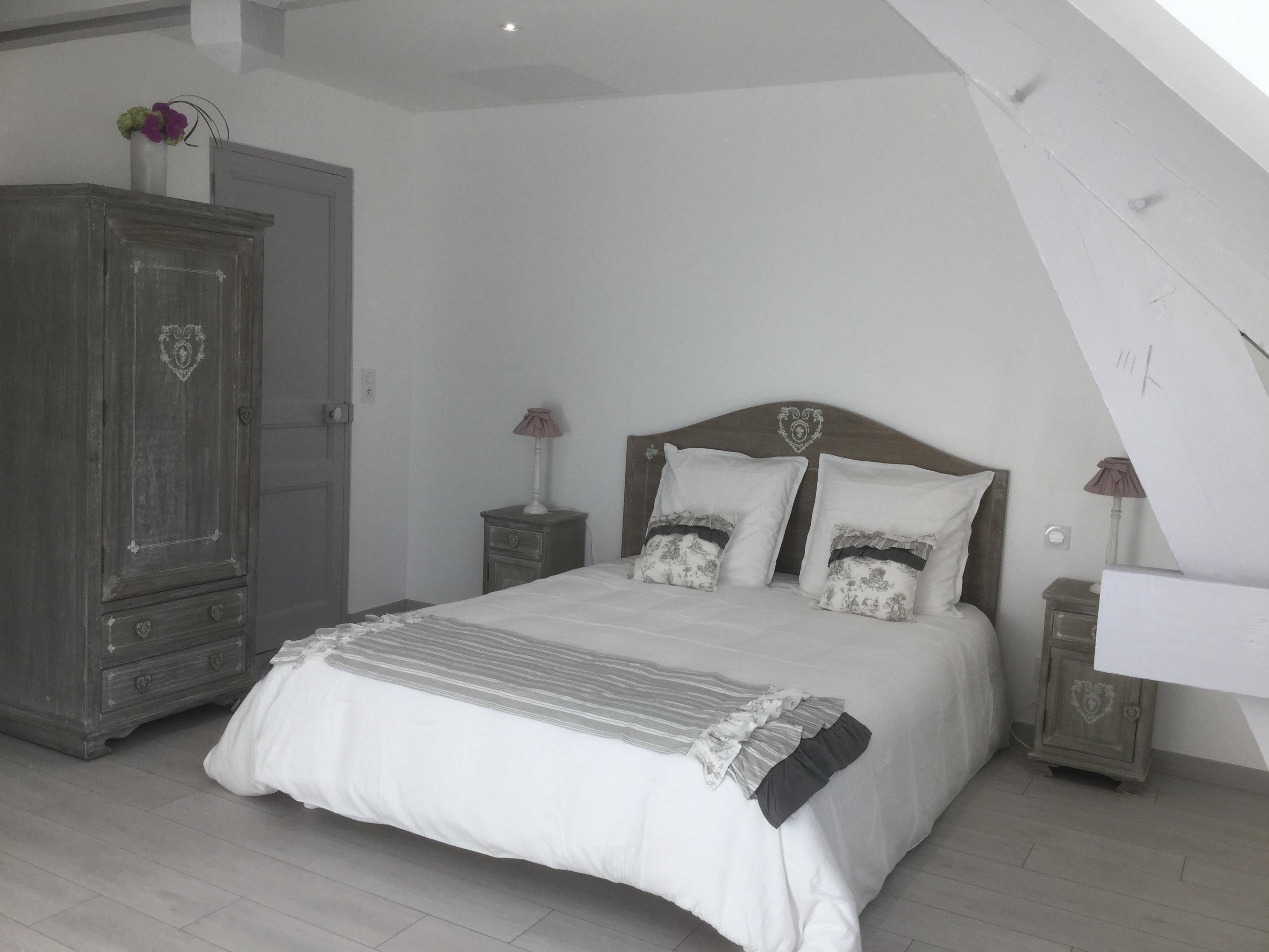 chambres d 39 h tes 42. Black Bedroom Furniture Sets. Home Design Ideas