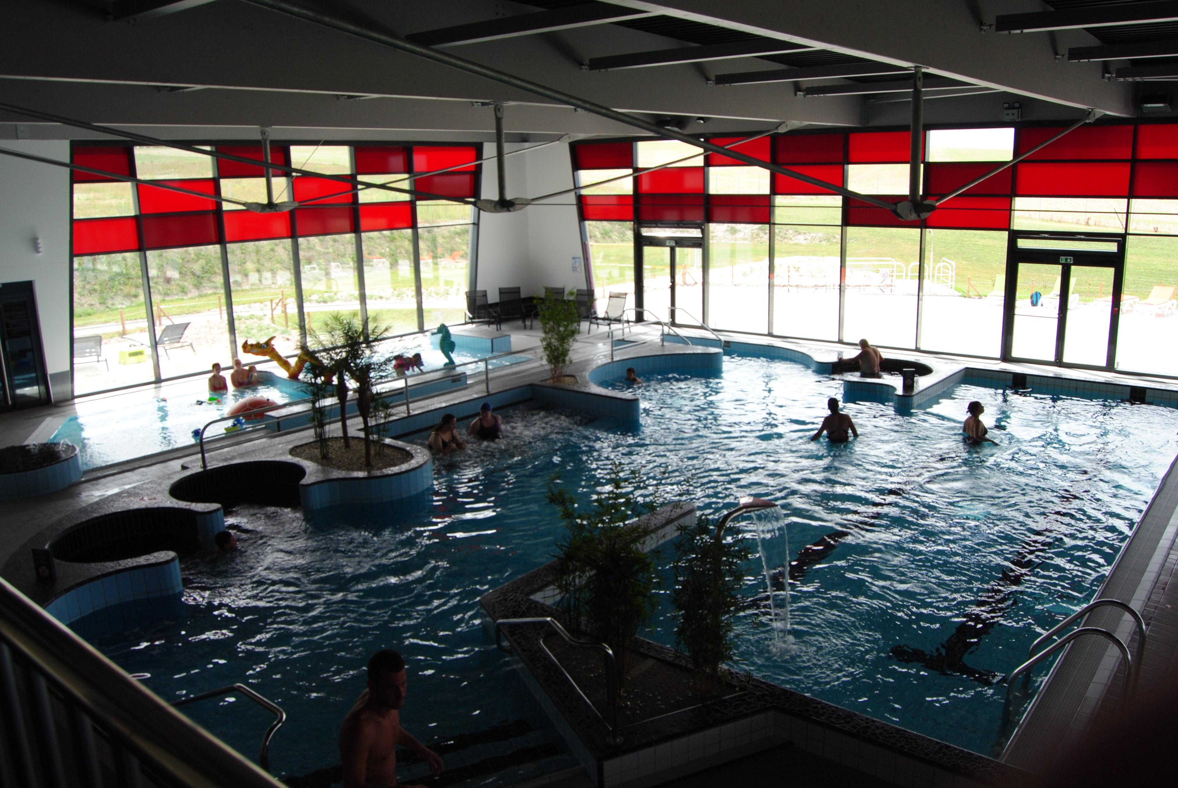 les 3 vagues centre aquatique jean moulin romilly sur seine site officiel du tourisme en. Black Bedroom Furniture Sets. Home Design Ideas