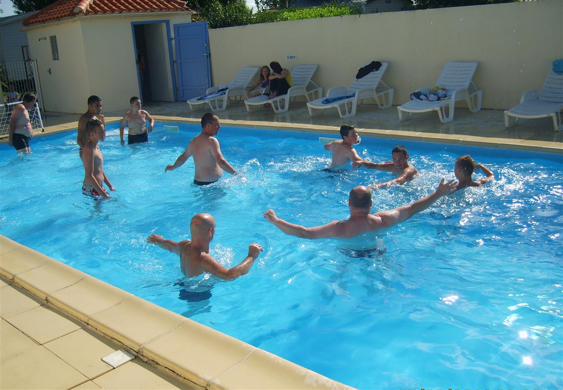 Avis camping les coquelicots royan for Camping piscine royan