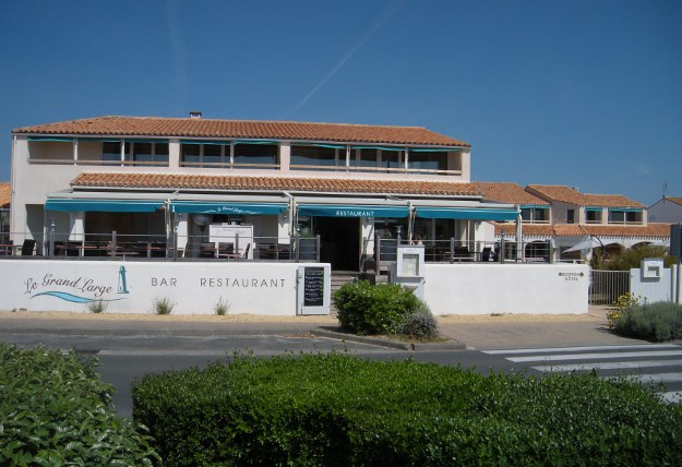 restaurant le grand large rivedoux plage destination ile de r. Black Bedroom Furniture Sets. Home Design Ideas
